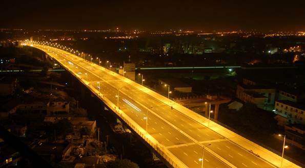 一个好的城市夜景照明设计必须要达到在黑夜中被人看到的目的.